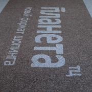Ворсовые грязезащитные ковры с вклеенным логотипом из материала NovaNop